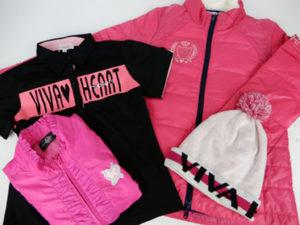 ゴルフウェアの買取り実績のブログです。ビバハート(VIVA HEART)のレディースゴルフウェアとニット帽子です。ダウンジャケットやブランドロゴのポロシャツ、襟元フリル付きベストです。