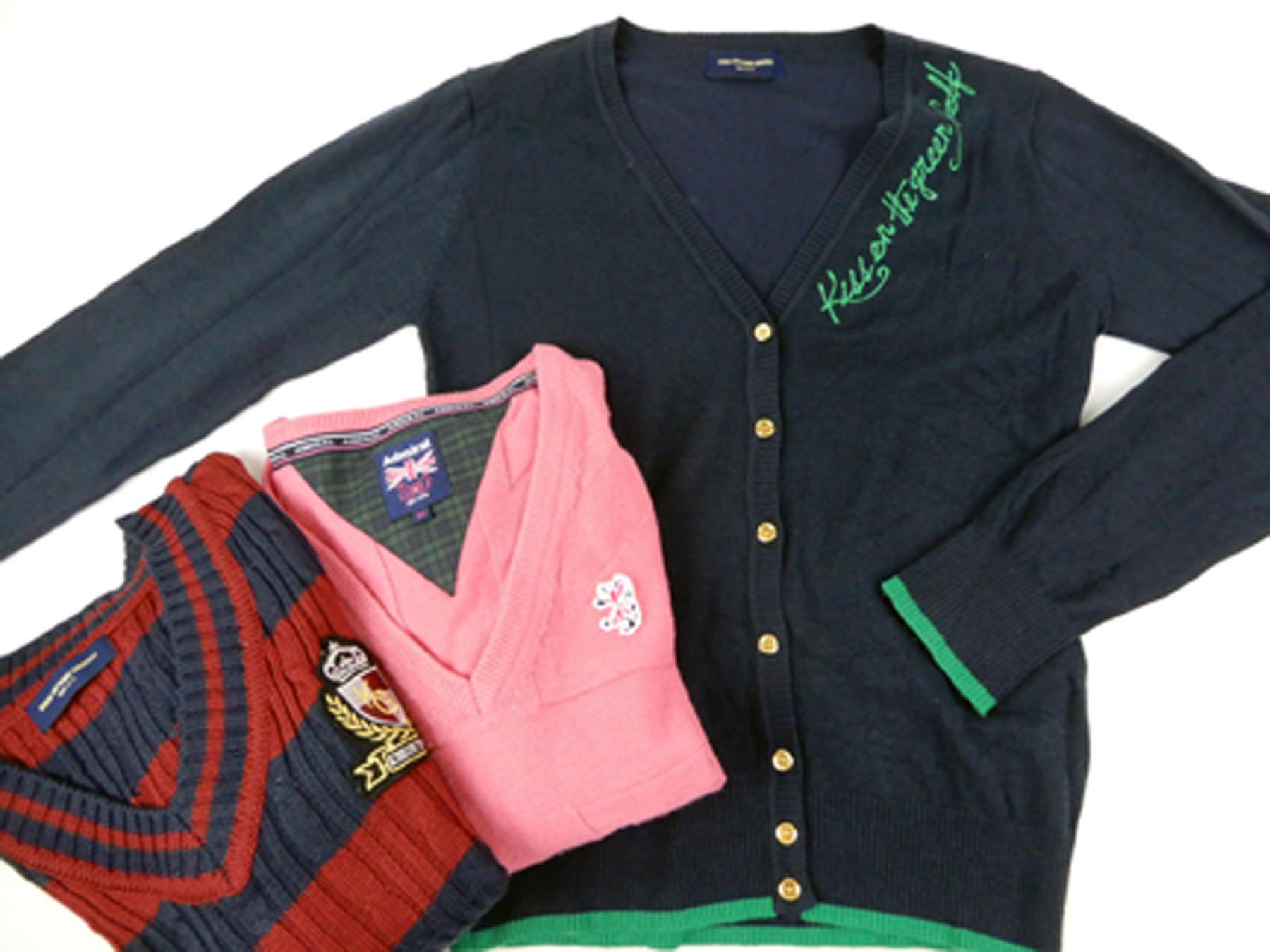 キスオンザグリーン(KISS ON THE GREEN) のVネックセーター(赤×ネイビー)とカーディガン(ネイビー)、 アドミラル(Admiral) のニット(ピンク)などのゴルフウェアを買取りました。