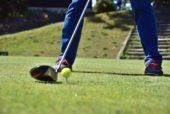 ゴルフをする人の足元の画像